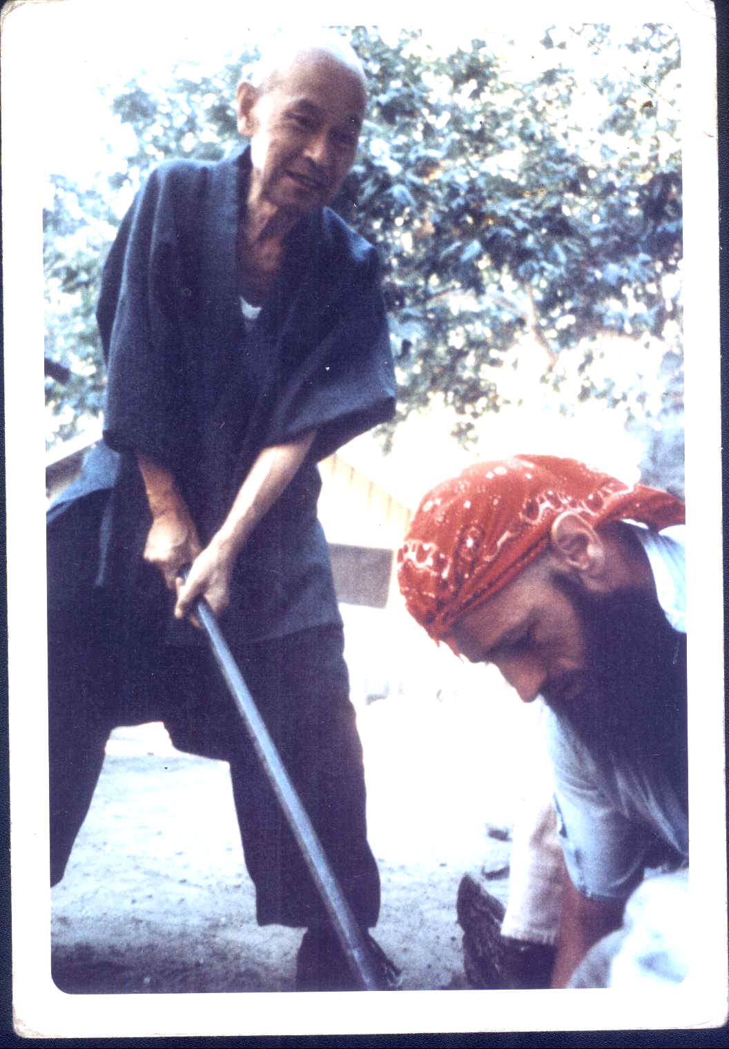 Whats New 2010 Zowie Blus Printed Top L1726 4 23 10 Bob Walter Is Visiting Here He With Suzuki Roshi At Tassajara In About 1970
